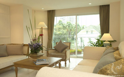 Classic 3 Bedrooms Apartment For Rent - BTS Chong Nonsi