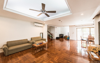 Luxury 4 Bedrooms House in Compound For Rent - BTS Thonglor