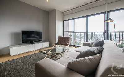 2 bedrooms condo located 1min from Bts Ekkamai with Paranomic view