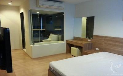 2 Bedroom Condominium - BTS Sapan Taksin