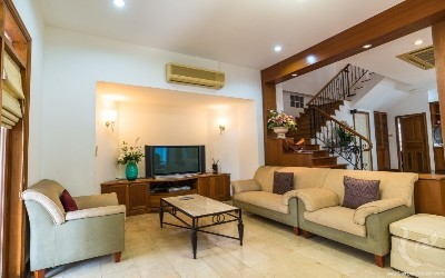 ***Gorgeous House 4 Bedrooms For Rent - 900 M. From BTS Ploenchit ***
