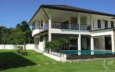 Modern house for sale with swimming pool