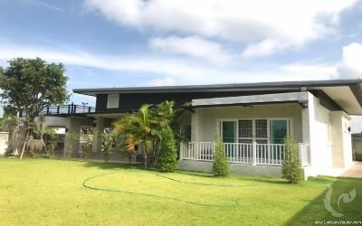 Jolie maison sur san kam phaeng a vendre