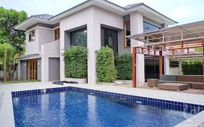 Luxury modern two story detached house for sale