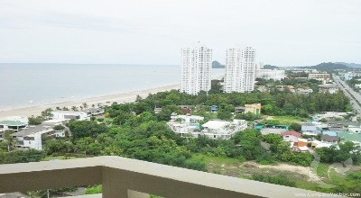 Apartment with sea view in town center