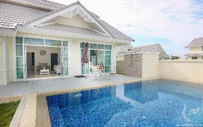 Thai Style Villa 800m from the beach! Financing possible