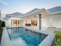 Pool and villa 4