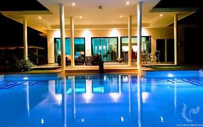Modern Pool Villa close to Black Mountain Golf