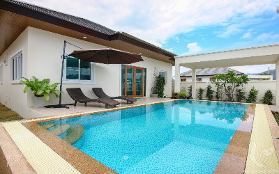 Villa with private pool, financing possible