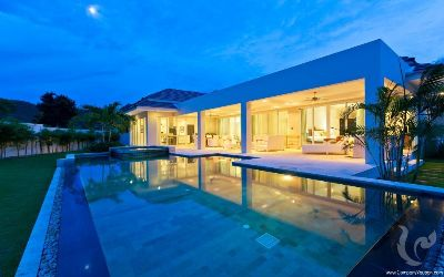 Modern & luxurious tropical villa with cutting-edge design