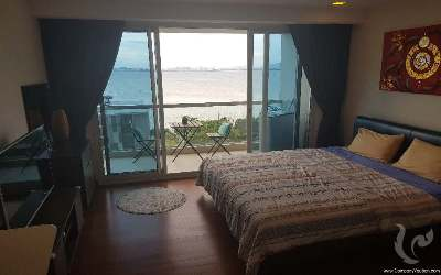 Stunning studio with unblocked sea view!