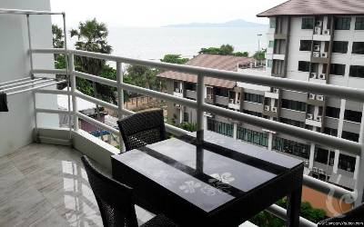Large studio with seaview!