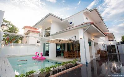 PA-V39-7bdr-2, 7 bedroom villa for sale with a tenant!