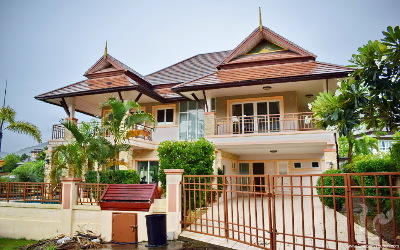Lakefront Private Pool Villa in Chalong