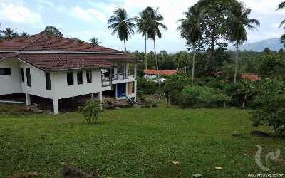 Villa de haute qualité avec grand jardin